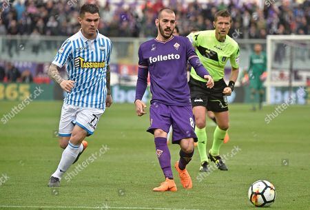 Fiorentina' s Riccardo Saponara (R) and Spal's Federico Viviana ( L) in action during the Italian Serie A soccer match ACF Fiorentina vs Spal at Artemio Franchi stadium in Florence, Italy, 15 April 2018.