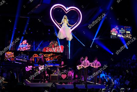 """Kelsea Ballerini performs """"I Hate Love Songs"""" at the 53rd annual Academy of Country Music Awards at the MGM Grand Garden Arena, in Las Vegas"""