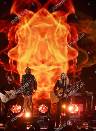 """Miranda Lambert performs """"Keeper of the Flame"""" at the 53rd annual Academy of Country Music Awards at the MGM Grand Garden Arena, in Las Vegas"""
