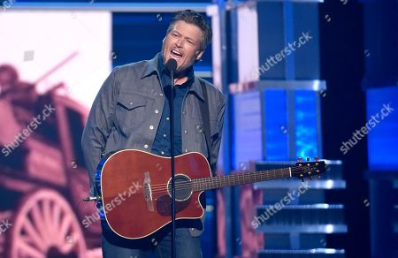 """Blake Shelton performs """"Should've Been a Cowboy"""" at the 53rd annual Academy of Country Music Awards at the MGM Grand Garden Arena, in Las Vegas"""