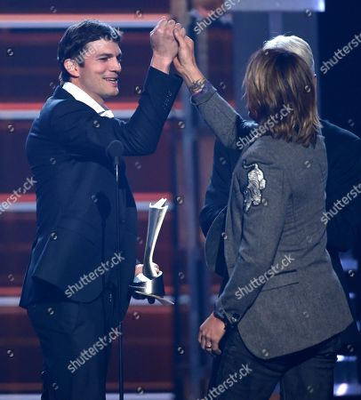 """Ashton Kutcher, Keith Urban. Ashton Kutcher, left, presents Keith Urban with the award for vocal event of the year for """"The Fighter"""" at the 53rd annual Academy of Country Music Awards at the MGM Grand Garden Arena, in Las Vegas"""