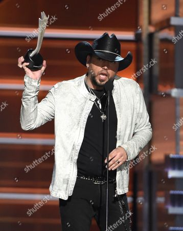 Jason Aldean accepts the award for entertainer of the year at the 53rd annual Academy of Country Music Awards at the MGM Grand Garden Arena, in Las Vegas