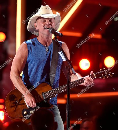 """Kenny Chesney performs """"Get Along"""" at the 53rd annual Academy of Country Music Awards at the MGM Grand Garden Arena, in Las Vegas"""