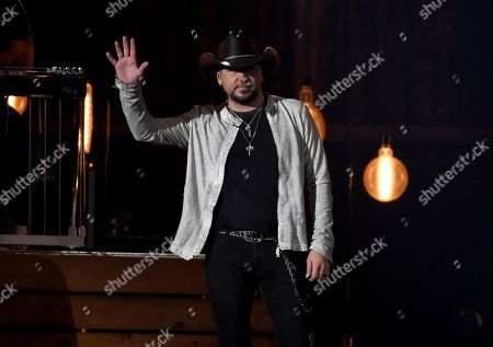 """Jason Aldean waves to the crowd after performing """"You Make It Easy"""" at the 53rd annual Academy of Country Music Awards at the MGM Grand Garden Arena, in Las Vegas"""