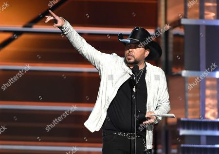 Jason Aldean accepts the award for entertainer of the year at the 53rd annual Academy of Country Music Awards at the 53rd annual Academy of Country Music Awards at the MGM Grand Garden Arena, in Las Vegas