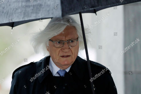 Attorney Tom Mesereau arrives for Bill Cosby's sexual assault retrial, at the Montgomery County Courthouse in Norristown, Pa