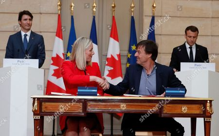 Stock Image of French President Emmanuel Macron (R) and Canadian Prime Minister Justin Trudeau (L) appaud as French minister of Ecology Nicolas Hulot (2-R) and Canadian counterpart Catherine McKenna (2-L) sign a ecology treaty at the Elysee Palace in Paris, France, 16 April 2018. Prime Minister Trudeau is on a two-day official visit to France.