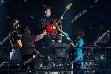 Arcade Fire - Win Butler waits for RŽgine Chassagne to ring the bell that William Butler is holding to mark the start of the concert