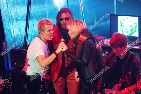 """Dave Navarro, Billy Idol, Jesse Hughes, Courtney Love. Dave Navarro, from left, Billy Idol, Jesse Hughes and Courtney Love performs at the """"Above Ground"""" Benefit Concert at Belasco Theater, in Los Angeles"""
