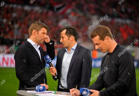 17.04.2018, Football DFB Pokal 2017/2018, semi final , Bayer Leverkusen - FC Bayern Muenchen, in BayArena Leverkusen. v.li: TV-Experte Thomas Hitzlsperger, sport director  Hasan Salihamidzic (Bayern Muenchen), ARD-Moderagoal Alexander Bommes.