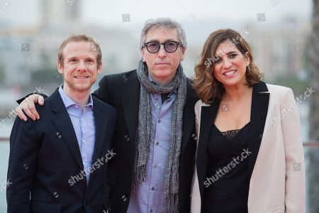 Spanish filmmaker David Trueba (C) poses with actors Fernando Ramallo (L) and Lucia Jimenez during the presentation the film 'Casi 40' at the 21st edition of Malaga Spanish Film Festival, in Malaga, southeastern Spain, 20 April 2018. The festival runs from 13 to 22