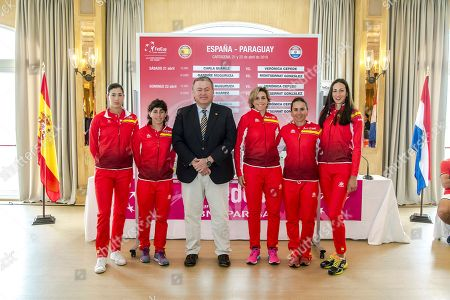 Members of the Spanish Federation Cup team (L-R) Garbine Muguruza, Carla Suarez Navarro, Murcia Government delegate Francisco Bernabe, Maria Jose Martinez, captain Anabel Medina, and Georgina Garcia pose for photographers during the draw of the Federation Cup World Group II playoffs between Spain and Paraguay in Murcia, sourtheastern Spain, 20 April 2018. The competition will take place on 21 and 22 April 2018.