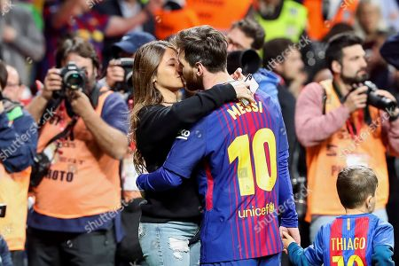 FC Barcelona's Argentinian Lionel Messi (R) kisses his wife Antonella Roccuzzo (L) after the Spanish King's Cup final soccer match between Sevilla FC and FC Barcelona played at Wanda Metropolitano stadium in Madrid, Spain, 21 April 2018.
