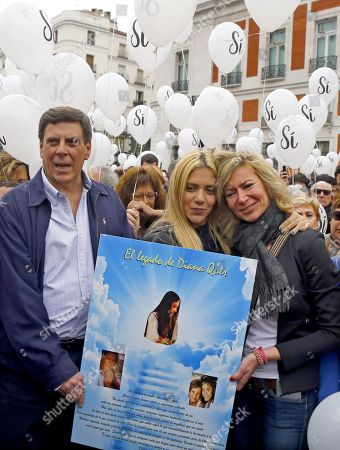 Juan Carlos Quer (L), Diana Lopez (R) and Valeria Quer (C), father, mother and sister of late 18-year-old Diana Quer, attend a rally against the repeal of the 'Revisable Permanent Imprisonment' law in Puerta del Sol square in Madrid, Spain, 21 April 2018. The rally, held to demand the 'Non-Repeal of the Permanent Revisionable Prison,' was led by relatives of Diana Quer, a 18-year-old woman killed on 22 August 2016. The participantes released balloons to pay tribute to Diana Quer and other innocent victims.
