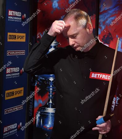 Graeme Dott of Scotland arrives for his first round match