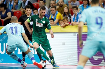 Gyor's Juan Ramon Rodriguez 'Juanra' (C) in action with FC Barcelona's Carlos Vagner 'Ferrao' (L) during the UEFA Futsal Cup match for the third place between Gyor ETO FC and FC Barcelona, in Zaragoza, Spain, 22 April 2018.