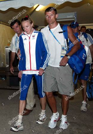 Paula Radcliffe With Her Husband And Coach Gary Lough After Failing To Finish In The Womens Marathon Event At The 2004 Athens Olympic Games.