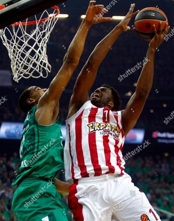 Brandon Davis (L) of Zalgiris Kaunas and Jamel Mclean of Olympiacos Piraeus in action during the basketball Euroleague playoff match between Zalgiris Kaunas and Olympiacos Piraeus in Kaunas, Lithuania, 26 April 2018.