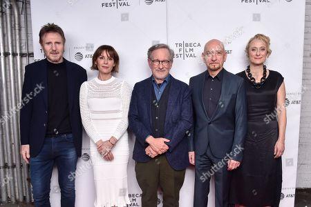 Liam Neeson, Embeth Davidtz, Steven Spielberg, Sir Ben Kingsley, Caroline Goodall