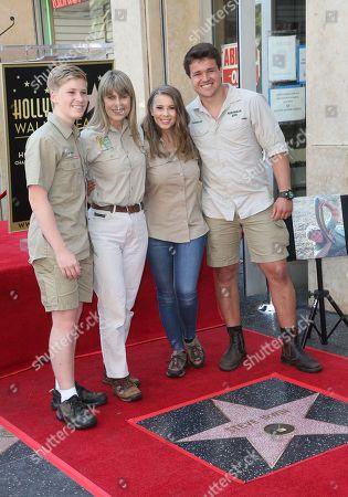 Robert Irwin, Terri Irwin, Bindi Irwin, Chandler Powell