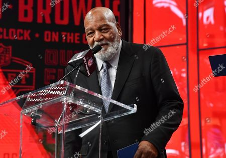Former Cleveland Brown Jim Brown announced Clevelands draft pick during the second round of the NFL Draft at AT&T Stadium in Arlington, TX Albert Pena/CSM