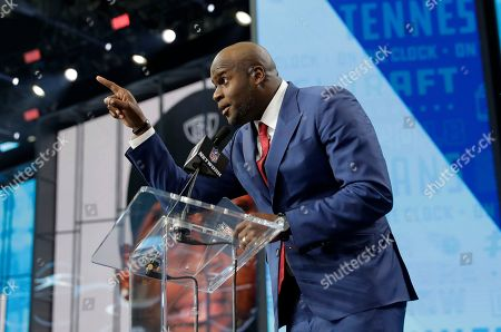 Former player Vince Young announces Boston College's Harold Landry as the Tennessee Titans' pick during the second round of the NFL football draft, in Arlington, Texas