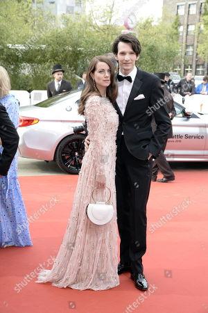 Alice Dwyer und Sabin Tambrea