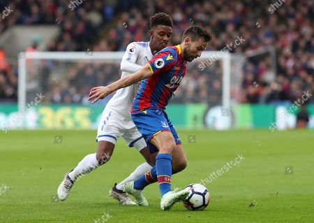 Yohan Cabaye of Crystal Palace  and  Demarai Gray of Leicester City