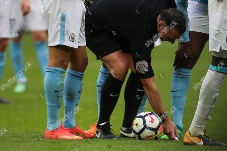 Referee, Neil Swarbrick marks the spot for a free kick during the Premier League match between West Ham United and Manchester City at the London Stadium, London. Picture by Toyin Oshodi