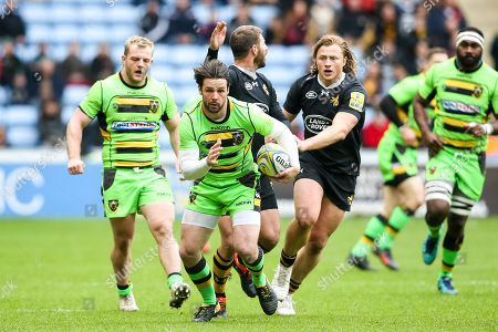 Ben Foden of Northampton Saints goes past Tommy Taylor of Wasps