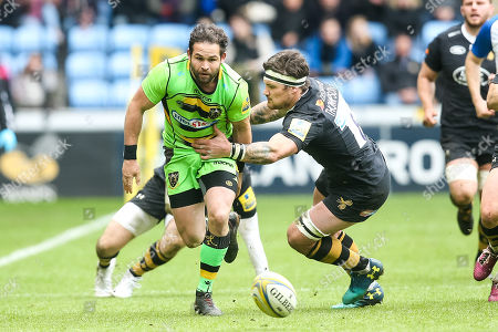 Ben Foden of Northampton Saints goes past Guy Thompson of Wasps