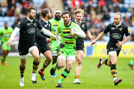 Ben Foden of Northampton Saints runs with the ball