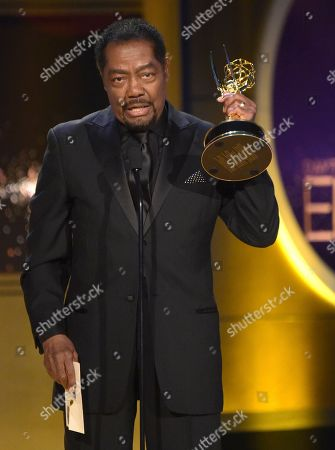 "James Reynolds accepts the award for outstanding lead actor in a drama series for ""Days of Our Lives"" at the 45th annual Daytime Emmy Awards at the Pasadena Civic Center, in Pasadena, Calif"