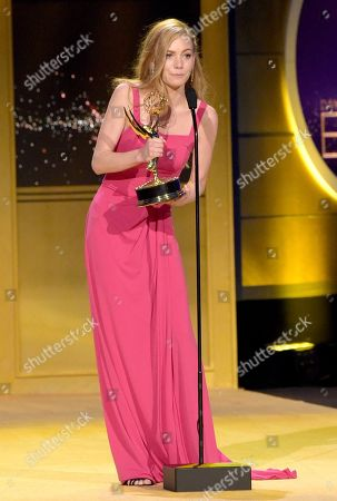 "Chloe Lanier accepts the award for outstanding younger actress in a drama series for ""General Hospital"" at the 45th annual Daytime Emmy Awards at the Pasadena Civic Center, in Pasadena, Calif"