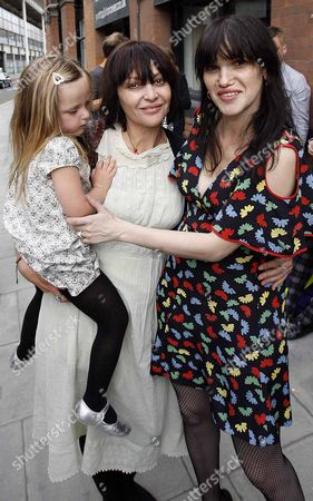 Pearl Lowe with child  and Minnie Weisz