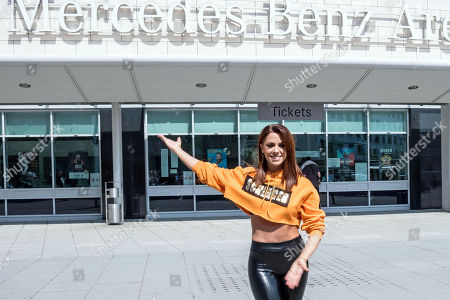 Vanessa mai out about berlin stockfotos exklusiv for Will call mercedes benz stadium