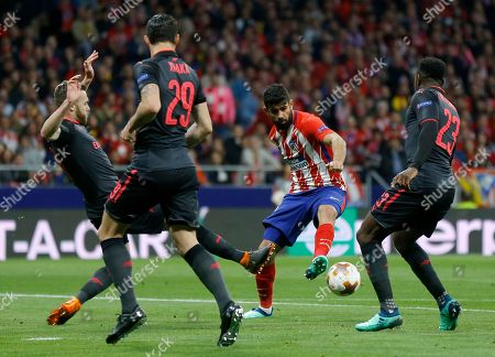 Atletico's Diego Costa, second right, duels for the ball with Arsenal's Calum Chambers, left, during the Europa League semifinal, second leg soccer match between Atletico Madrid and Arsenal at the Metropolitano stadium in Madrid, Spain