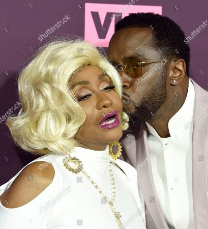 """Sean Combs, Janice Combs. Sean Combs, right, kisses his mother Janice Combs as they arrive at the 3rd annual """"Dear Mama: A Love Letter to Moms"""" at The Theatre at Ace Hotel, in Los Angeles"""