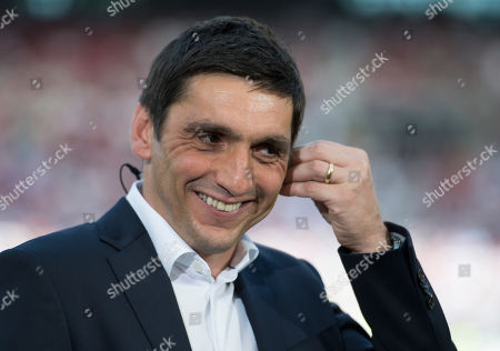 Stuttgart's coach Tayfun Korkut prior to the German Bundesliga soccer match between VfB Stuttgart and TSG 1899 Hoffenheim in Stuttgart, Germany, 05 May 2018.