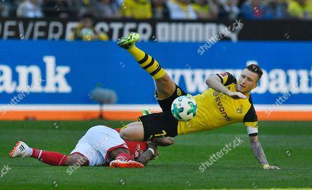 Dortmund's Marco Reus, right, and Mainz's Nigel De Jong challenge for the ball during the German Bundesliga soccer match between Borussia Dortmund and FSV Mainz in Dortmund, Germany