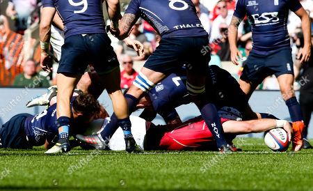 Jamie Miller of The British Army scores the third try