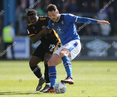 Tyler Reid of Newport County (l) and Tom Parkes of Carlisle United