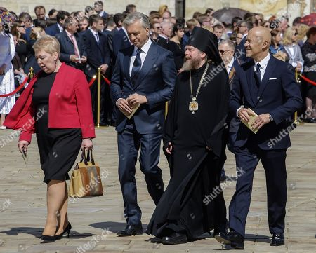 From left to right: Minister of Education and Science of Russia Olga Vasilieva, Chairman of the Board of PJSC Gazprom Neft Alexander Dyukov, Bishop Yegoryevsky, Vicar of His Holiness Patriarch of Moscow and All Russia, Testimony of the Sretensky Monastery Tikhon (Shevkunov) and producer, director Fedor Bondarchuk before the ceremony