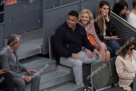 Ronaldo and his girlfriend Celina Locks with Daniella Cicarelli and Manolo Santana.