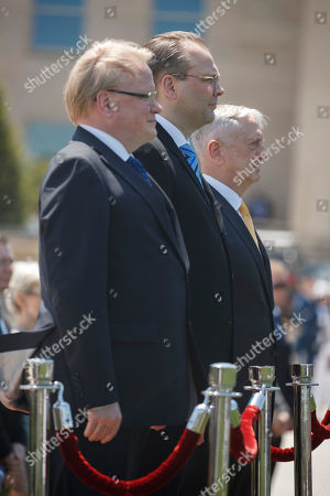 US Secretary of Defense Jim Mattis (R), Finland Defense Minister Jussi Niinisto (L) and Sweden Defense Minister Peter Hultqvist (C) participate in a full honors arrival ceremony at the Pentagon, USA, 08 May 2018. During a meeting the three defense ministers sign a trilateral defense cooperation agreement.