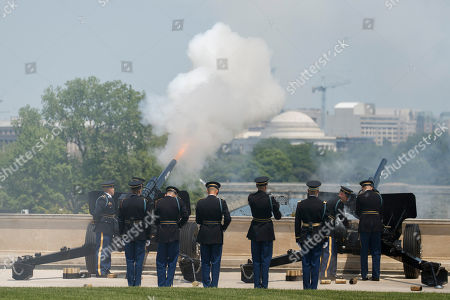 US Army canons fire a 19 gun salute as US Secretary of Defense Jim Mattis, Finland Defense Minister Jussi Niinisto and Sweden Defense Minister Peter Hultqvist participate in a full honors arrival ceremony at the Pentagon, USA, 08 May 2018. During a meeting the three defense ministers sign a trilateral defense cooperation agreement.