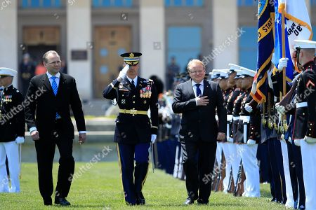 Jim Mattis, Jussi Niinist', Peter Hultqvist. Finland's Minister of Defense Jussi Niinistö, left, and Sweden's Minister of Defense Peter Hultqvist, right, review the troops during an Armed Forces full honor arrival and trilateral ceremony hosted by Secretary of Defense Jim Mattis at the Pentagon