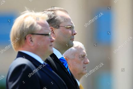 Jim Mattis, Jussi Niinist', Peter Hultqvist. Finland's Minister of Defense Jussi Niinistö, center, with, Sweden's Minister of Defense Peter Hultqvist, left, and Secretary of Defense Jim Mattis, right, stand at attention as Finland's national anthem is played during an Armed Forces full honor arrival and trilateral ceremony at the Pentagon
