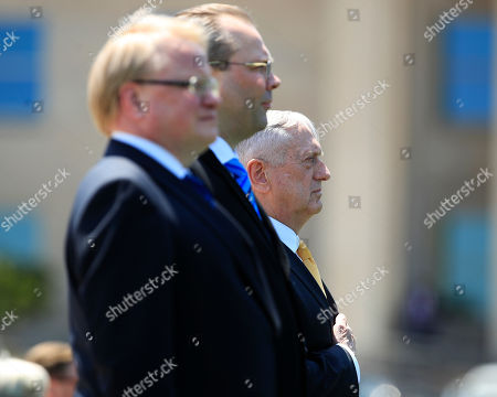 Jim Mattis, Jussi Niinist', Peter Hultqvist. Secretary of Defense Jim Mattis, right, with Sweden's Minister of Defence Peter Hultqvist, left, and Finland's Minister of Defence Jussi Niinistö, center, puts his hand over his heart as the Star Spangled Banner is played during an Armed Forces full honor arrival and trilateral ceremony at the Pentagon