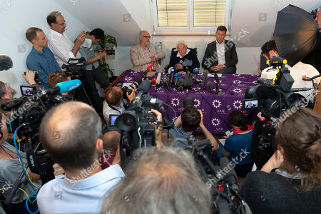 (L-R) Philip Nitschke, founder and director of the pro-euthanasia group Exit International, 104-year-old Australian scientist David Goodall and lawyer Moritz Gall, during the press conference a day before Goodall's assisted suicide in Basel, Switzerland, 09 May 2018. The 104-year-old, Australia's oldest scientis, travelled to Switzerland where he has chosen to die by voluntary euthanasia on 10 May.
